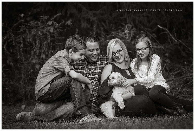 <alt> Family Pittsburgh Dog Photo Session Jeans Flannel Happiness Casual Nature Outdoors Mother Daughter Father Son <alt>
